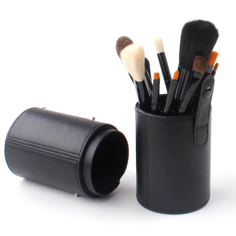 Набір кистей для макіяжу в чорному тубі з 12 кистей
