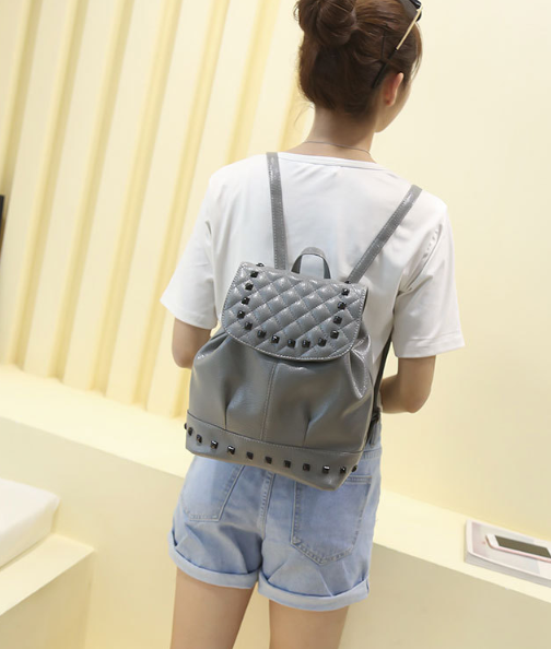 Рюкзак женский кожзам. с фурнитурой серый