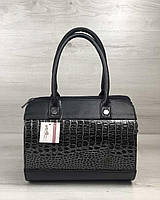 Женская сумка Маленький Саквояж черного цвета со вставкой серый лаковый крокодил