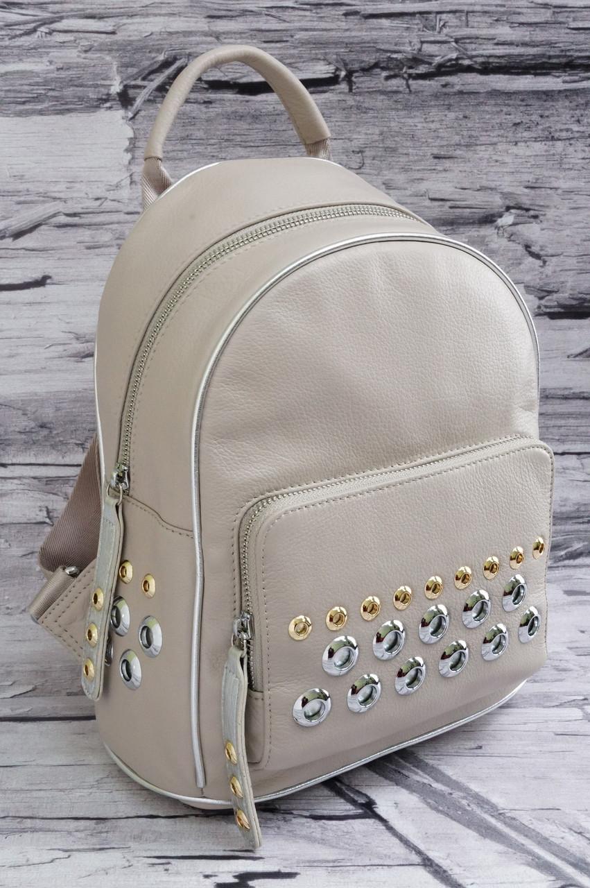 Модный рюкзак с заклепками из натуральной матовой кожи 6675 beige/silver