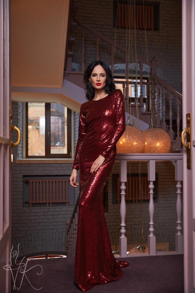 Изящное и женственное вечернее платье длинны макси