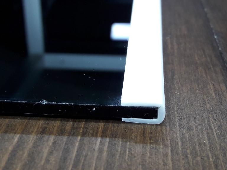 Окантовочный | Торцевой пластиковый профиль для плоских материалов толщиной 4мм. Цвет белый
