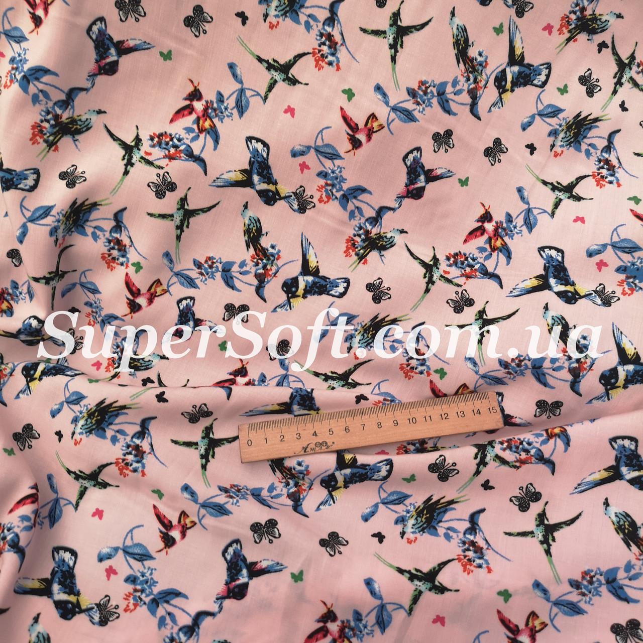Ткань штапель принт колибри на розовом