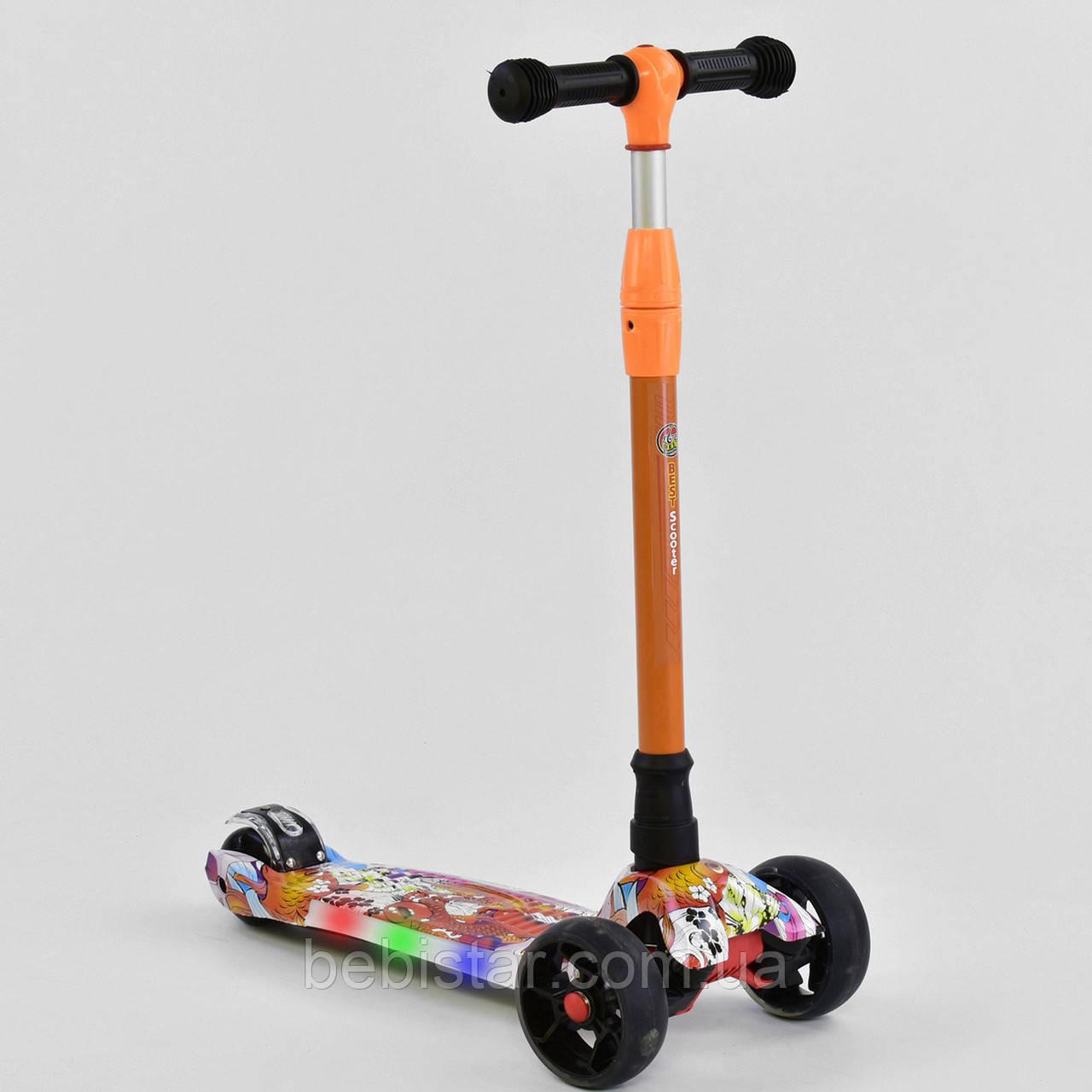 Трехколесный самокат оранжевый четыре колеса с подсветкой платформы и светящимися колесами деткам от 3 лет