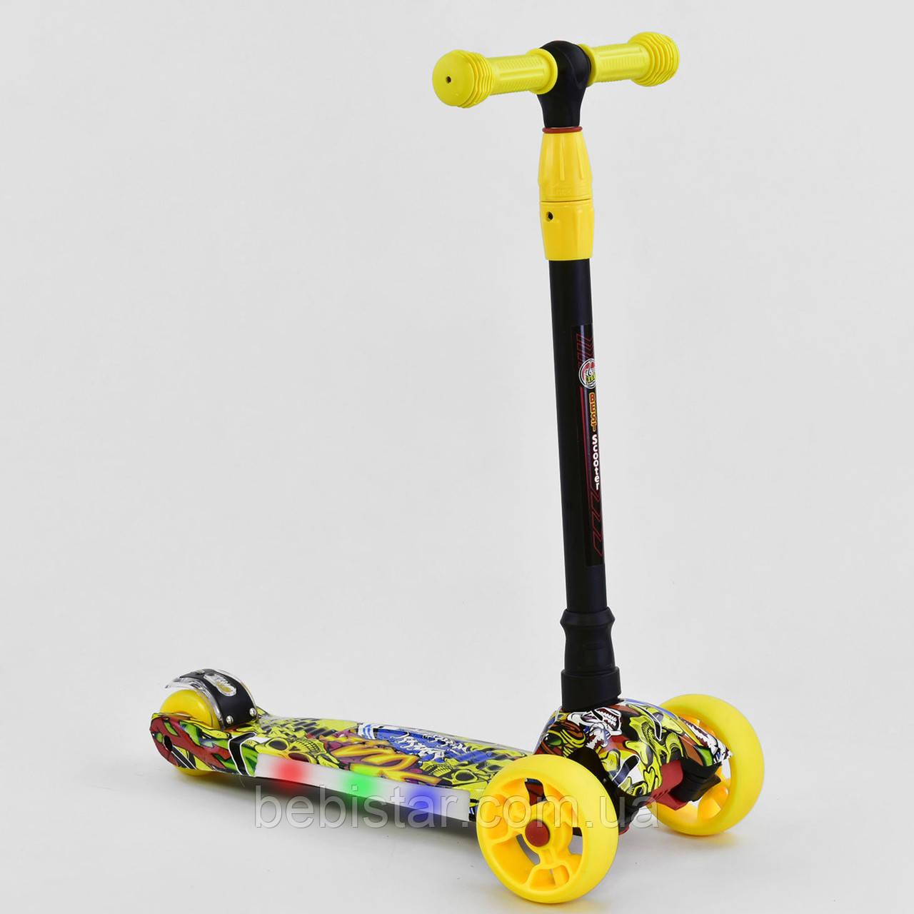 Трехколесный самокат желтый четыре колеса с подсветкой платформы и светящимися колесами деткам от 3 лет