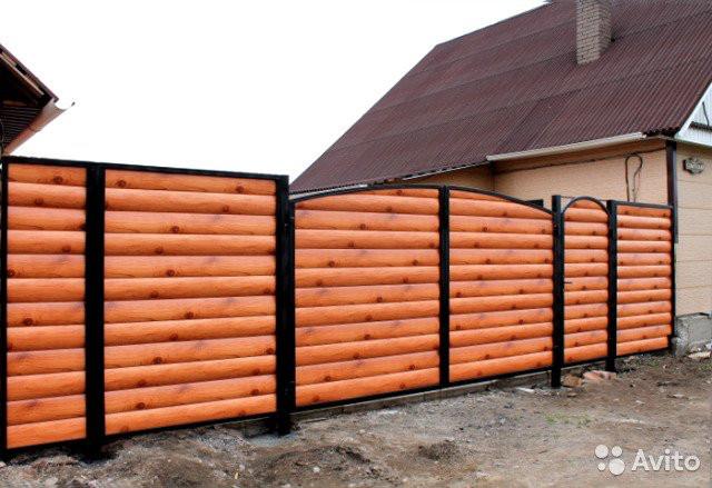 Ворота распашные из блокхауса с калиткой
