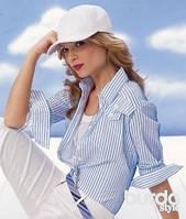 Блузка в полоску: какой образ и аромат будет с ней сочетаться?