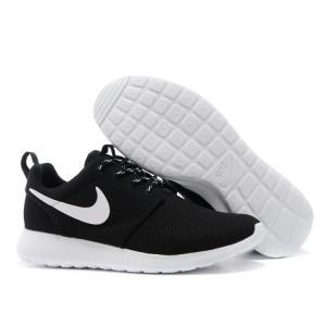 f21a583e Женские кроссовки Nike Flyknit Roshe Run черно-белые - SHOES-INTIME в  Харькове