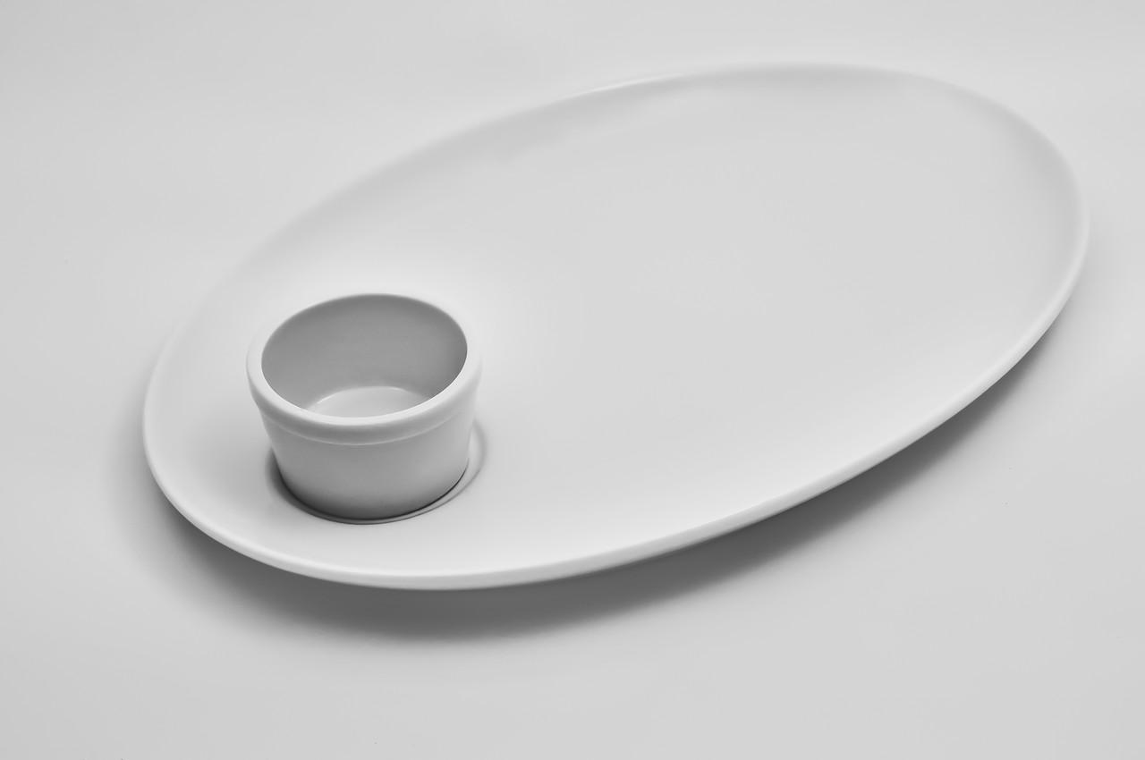 Блюдо фарфоровое с соусником