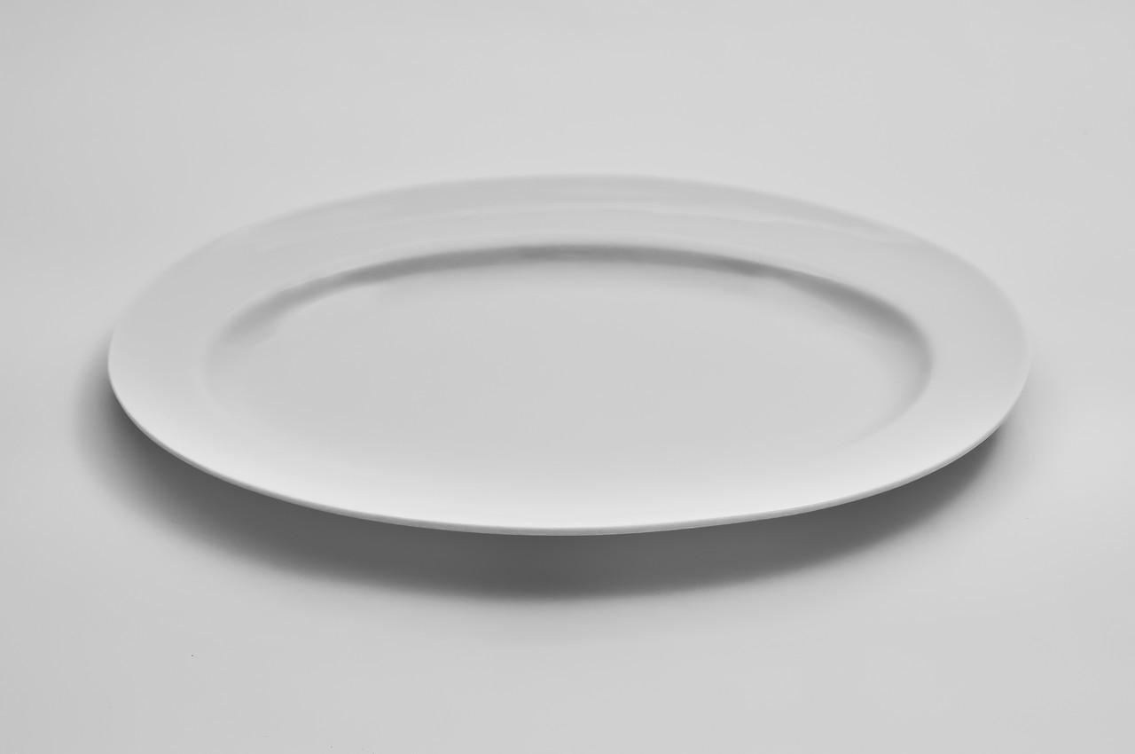Тарелка фарфоровая овальная с бортом