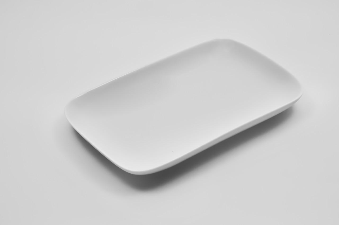 Тарелка фарфоровая овальная без борта