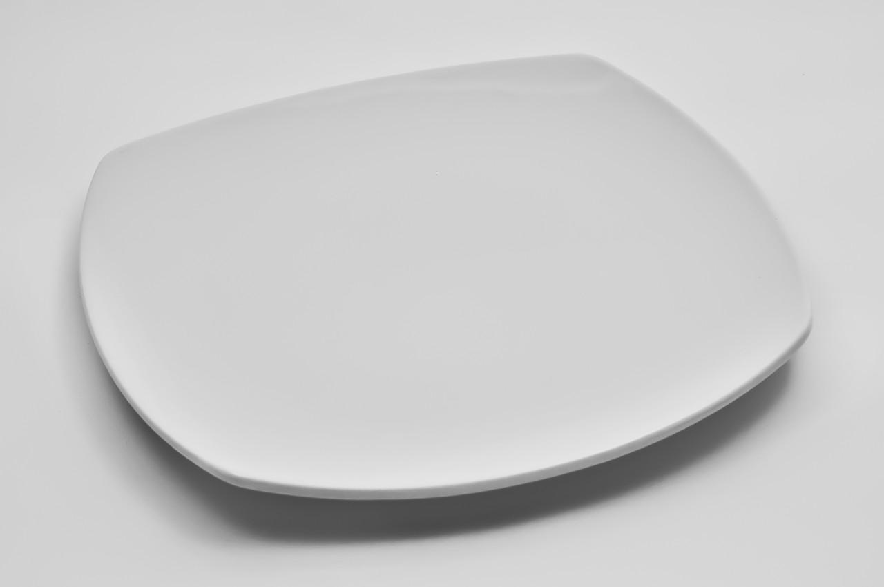 Тарелка фарфоровая квадратная с округленными краями