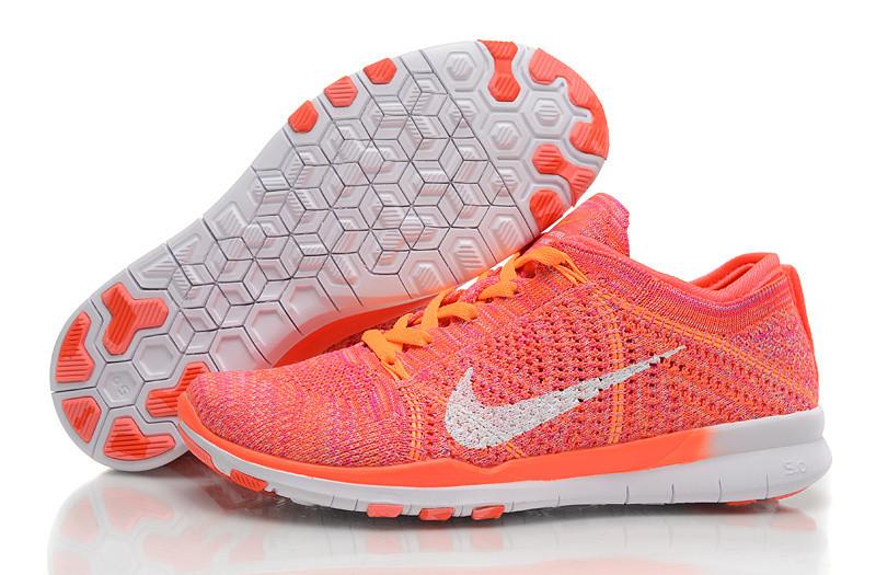 Женские кроссовки Nike Free TR Flyknit коралловые