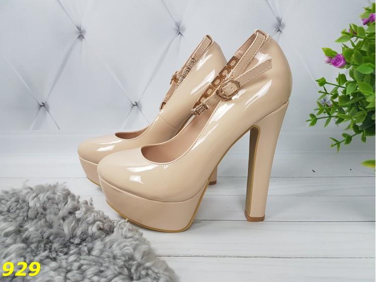 Туфли с застежкой на толстом каблуке бежевые