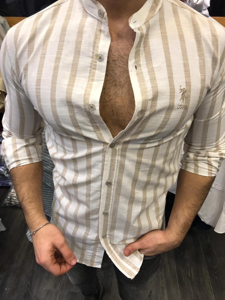 7fb59526051 Мужская рубашка хлопковая белая в коричневую полоску с воротником стойка