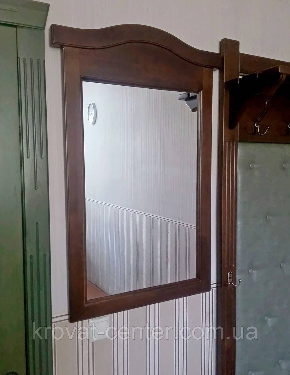 """Настенное зеркало в деревянной раме от производителя """"Микель"""" (орех)"""