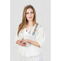 Красивая блузка свободного кроя с ажурной спиной