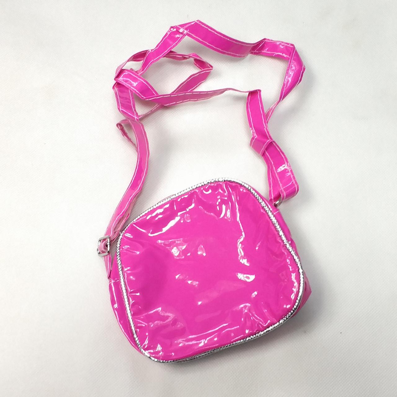 детский рюкзак hello kitty малиновый лак вид сзади