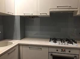 Серое скинали - установка стеклянного лакобеля на кухне в Днепре 2