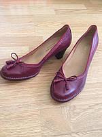 Туфлі жіночі шкіряні гранатового кольору.Виробництво Іспанії.