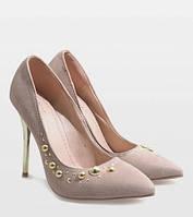 Бежевые женские туфли на шпильке