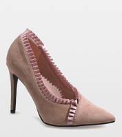 Красивые молодёжные женские туфли с острым носком