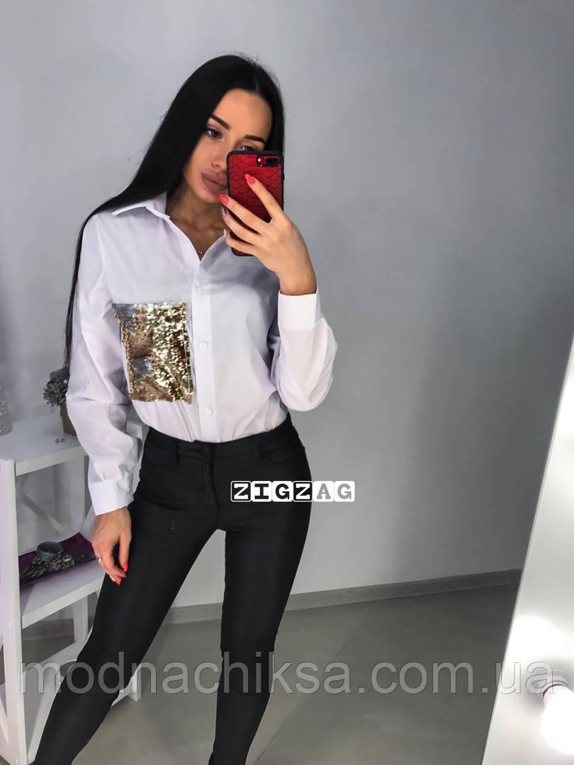 Женская рубашка декорирована пайетками