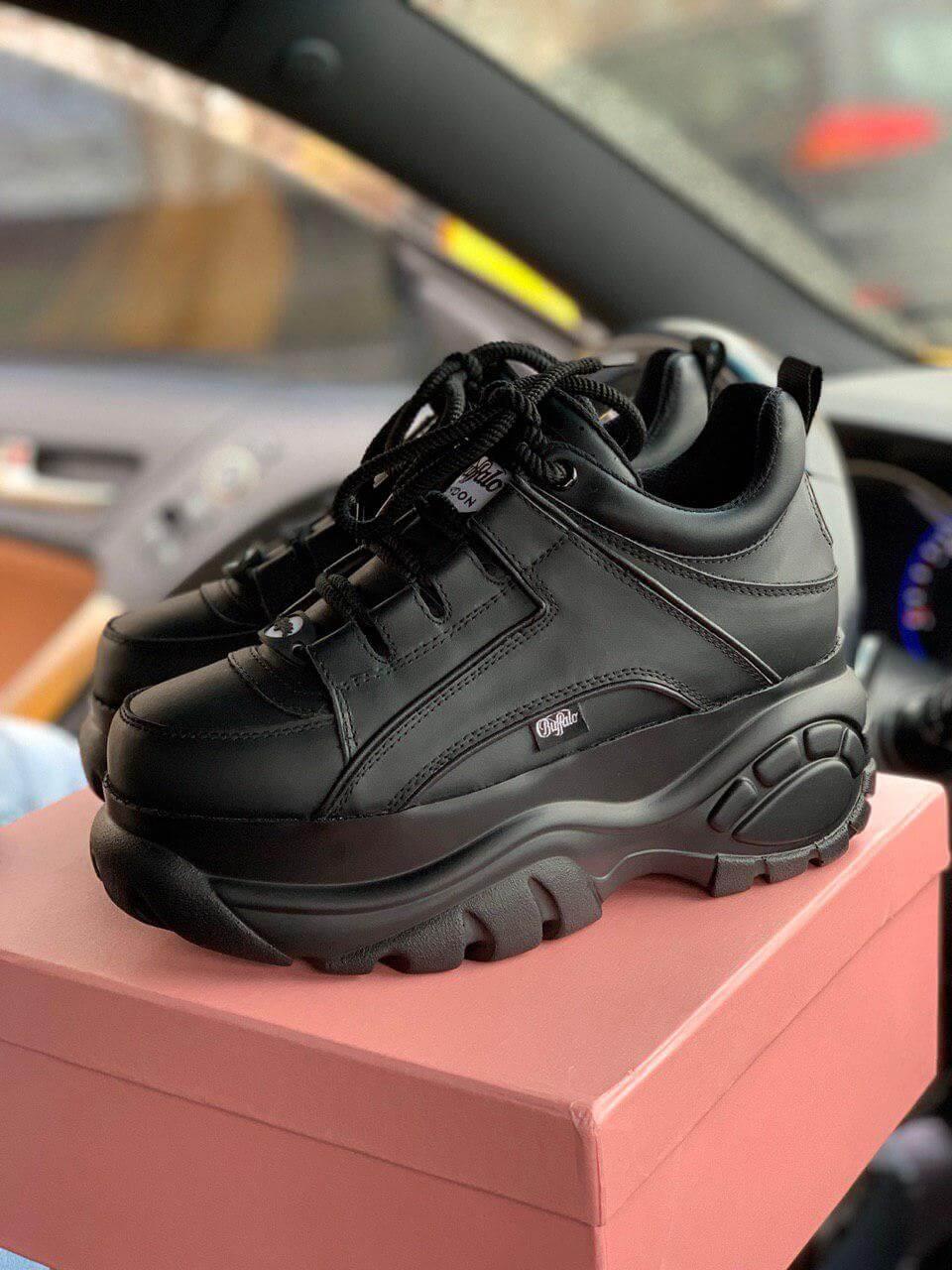 d7193d372 Женские кожаные кроссовки на платформе Buffalo London в черном цвете