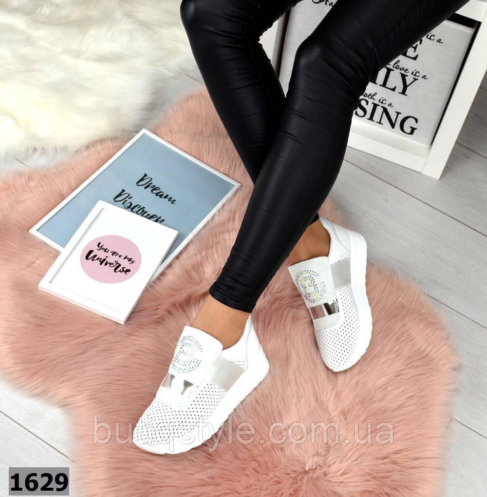 Белые женские кроссовки +серебро натуральная кожа с перфорацией