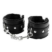 Наручники для ролевых игр кожаные с мехом - черные