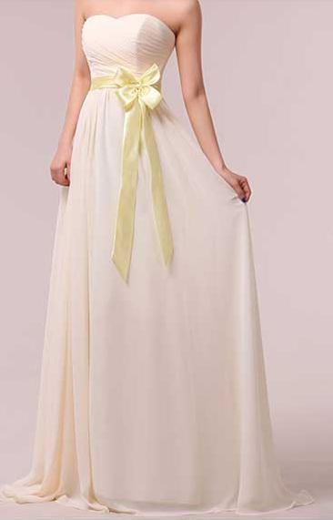 Длинное красивое платье, шампань.