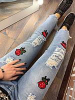 Джинсы женские облегающие с цветами, фото 1