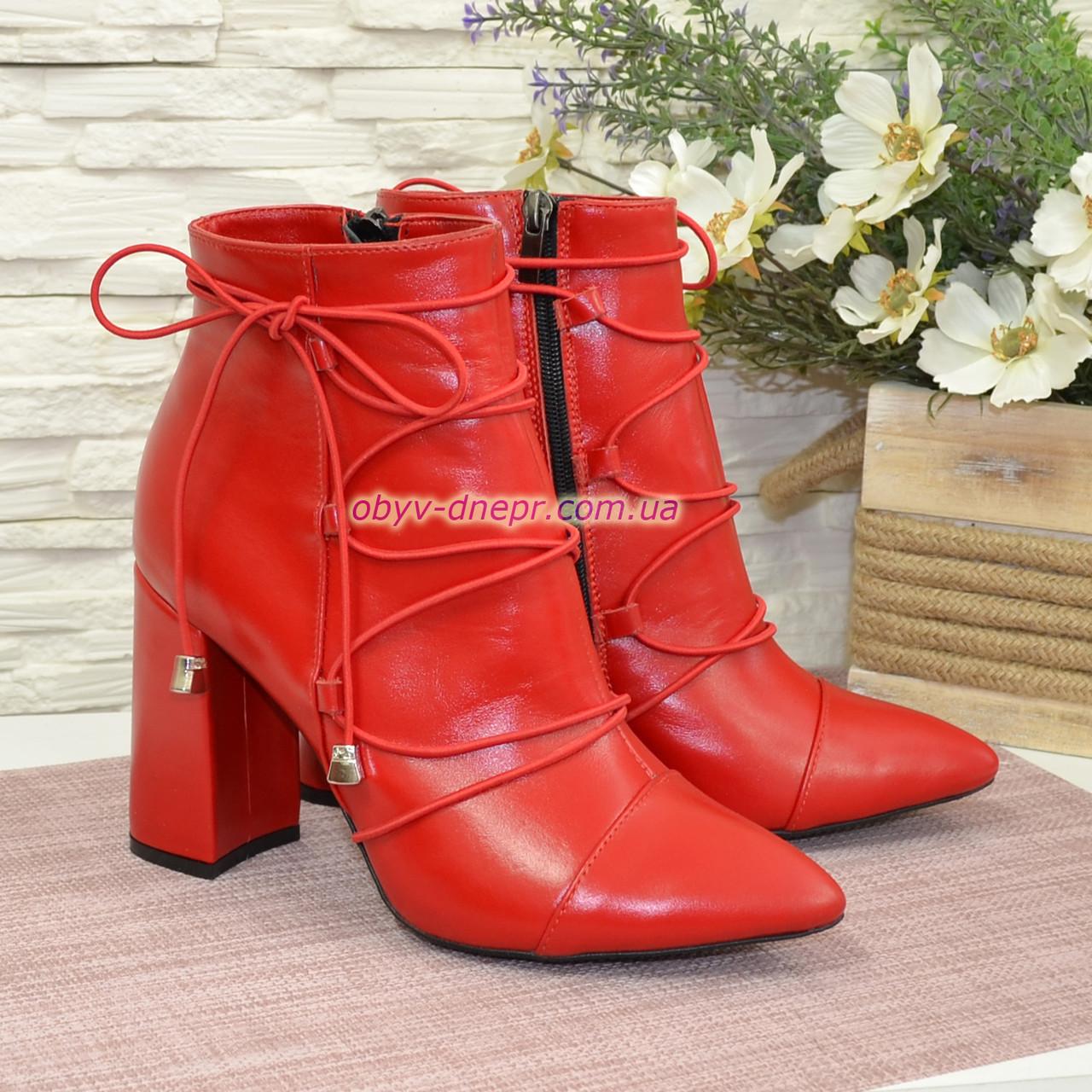 Ботинки демисезонные кожаные на высоком устойчивом каблуке, декорированы резинкой