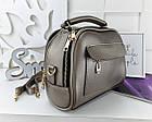 Женская сумка светло-бронзового цвета с фурнитурой золотистого цвета, из искусственной кожи, фото 4