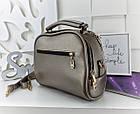 Женская сумка светло-бронзового цвета с фурнитурой золотистого цвета, из искусственной кожи, фото 5