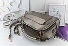 Женская сумка светло-бронзового цвета с фурнитурой золотистого цвета, из искусственной кожи, фото 8