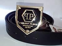 Черный кожаный ремень с черно- золотой пряжкой