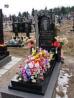 Одинарний пам'ятник з подвійним квітником, дуб із граніту