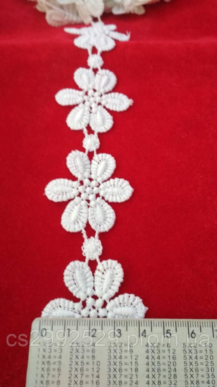 Тесьма цветы белая,20 метров моток. Цветы на нитке для пошива и декора