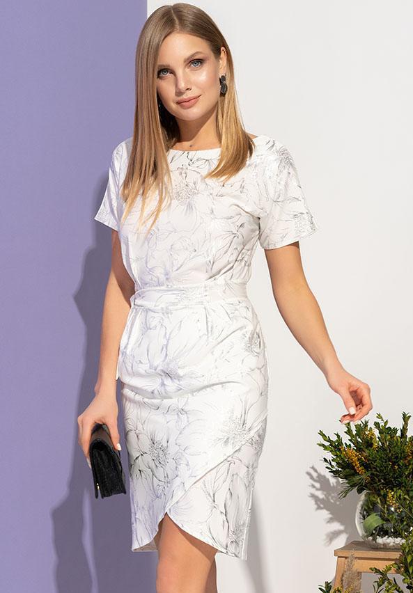 7d66f67ded0148e Прекрасное летнее платье на запах с серебристым цветочным принтом. Короткий  рукав, на талии вставка с завязкой, присборенный дизайн.