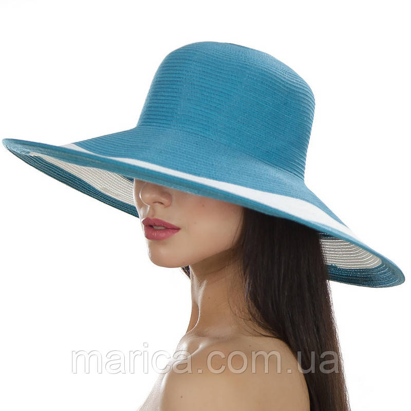 Голубая шляпа с белой полосой