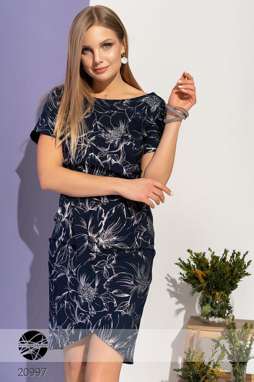 Летнее платье с цветочным рисунком темно-синее. Модель 20997. Размеры 42