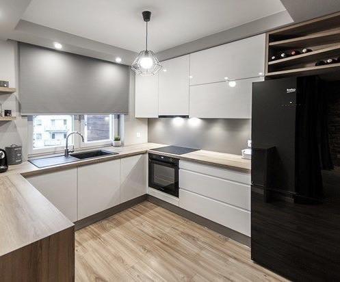 Кухня на заказ белая с графитовым низом