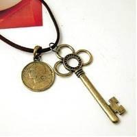 Подвеска Ключ и монета / металл бронзового цвета / Китай, фото 1