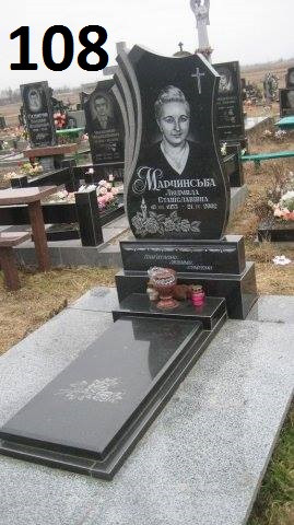 Одинарний пам'ятник з закритим квітником подвійною тумбою з граніту