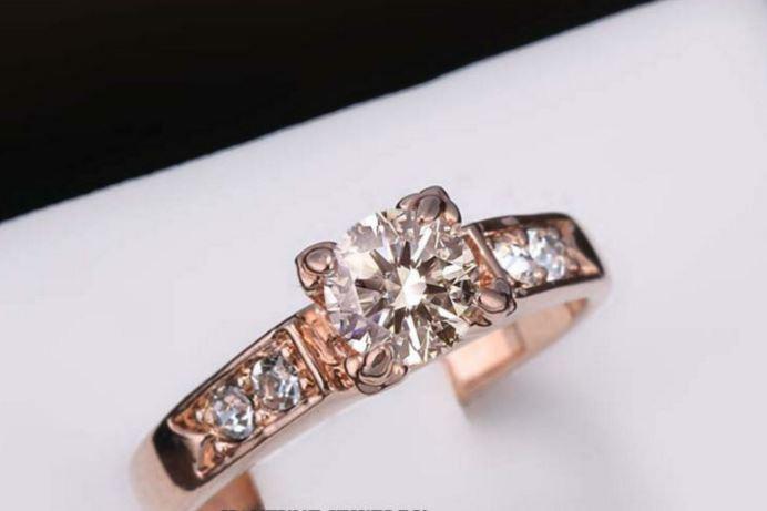 Позолоченное кольцо с кристаллами код 820