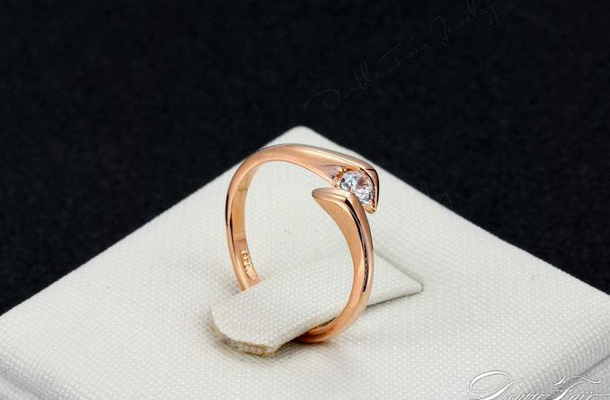 Позолоченное кольцо с цирконом код 970