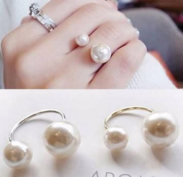 Модне жіноче кільце з подвійним перлами код 1052