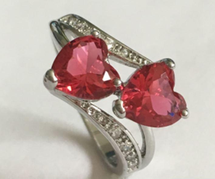 Кольцо, покрытое серебром с розовыми кристаллами код 975