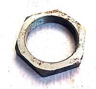 Гайка крепления ступицы 2птс-4 на 6 шпилек диаметром резьбы 44мм.